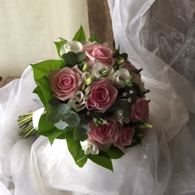 Rose and Lysianthus Hand tied Bouquet