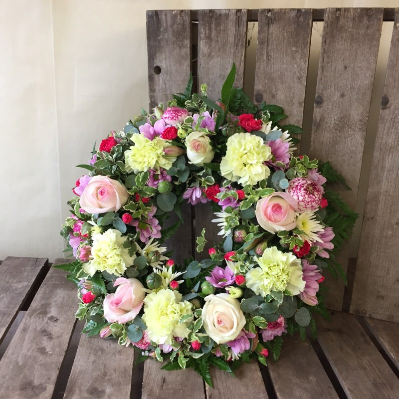 Pretty pink Loose Wreath