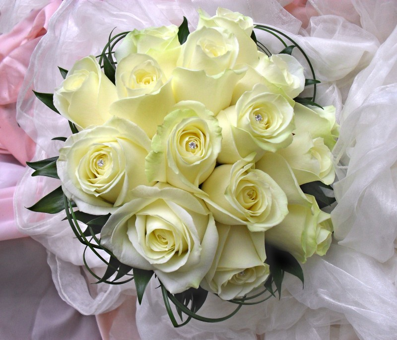 Classic Rose Hand-tied Bouquet